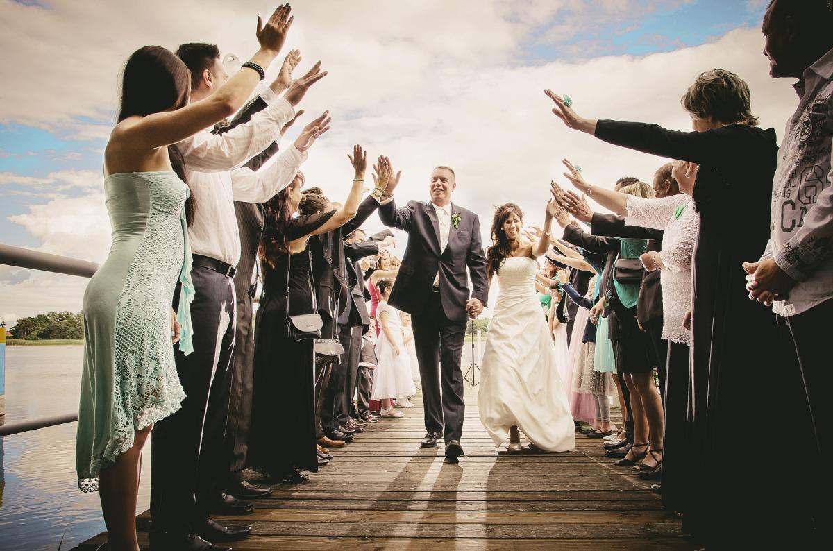 Faire un mariage surprise sans tenir au courant ses invités, le pari un peu fou !
