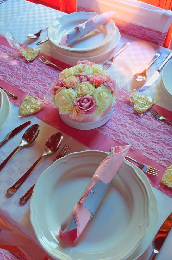 wedding-table-3646947_1920.jpg